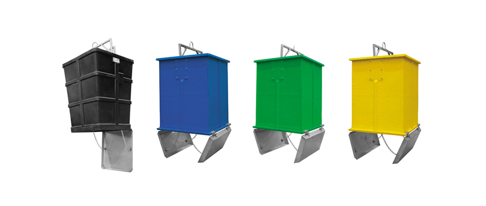 Model: UTCL — Internal containers for the equipment made of polyester fiber or HDPE high-density polyethylene and have a capacity of 3.000 litres. These models are suitable for rear loading with one hook and without trays.