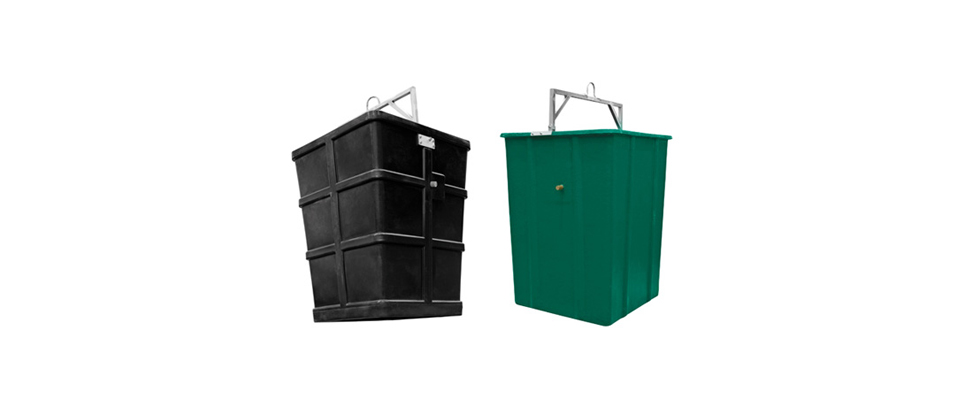 Model: UTCL — Internal containers for the equipment made of polyester fiber or HDPE high-density polyethylene and have a capacity of 3.000 litres. This model is apt for rear loading with one hook and without trays.